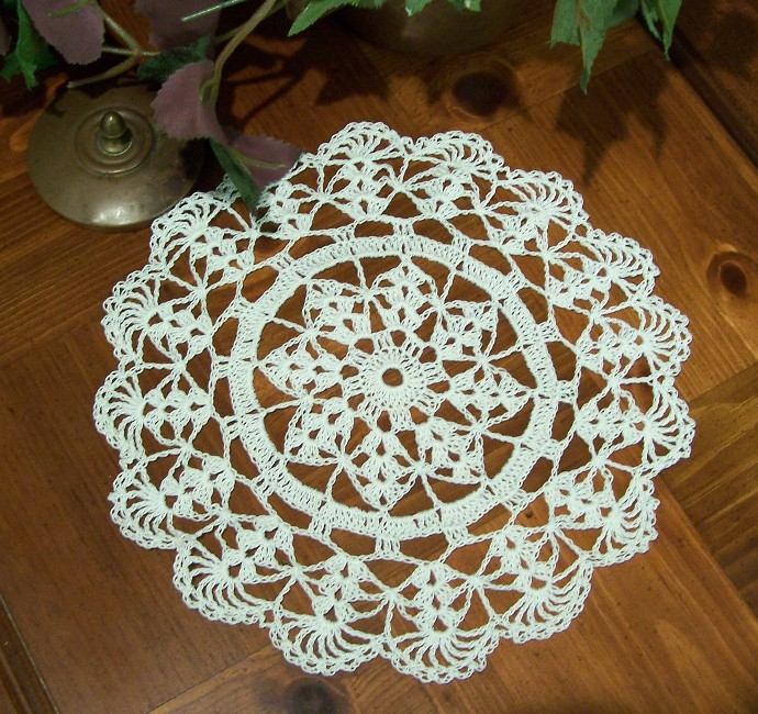 EASY CROCHET DOILY PATTERN - Crochet and Knitting Patterns